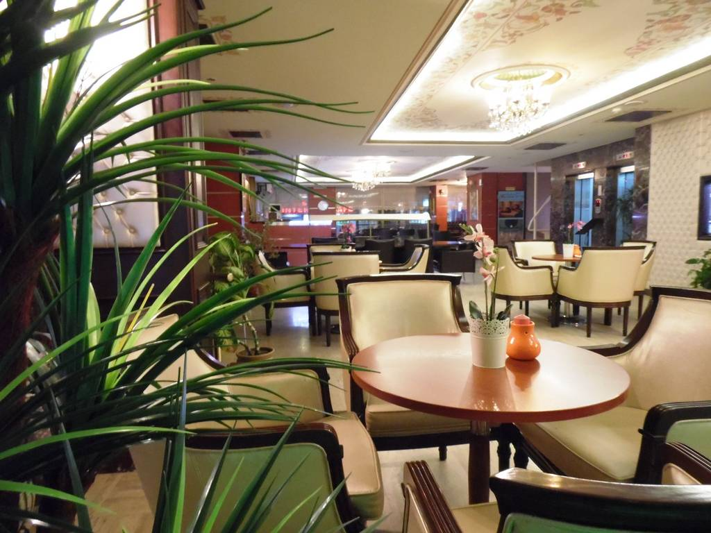 Reception (lobby), Wireless LAN with internet access in lobby, Ice machine, Tour desk, Sauna, Turkish bath, Massage, SPA, TV room, Fire alarm, Smoke detectors, Video surveillance of entrances, Video surveillance of lobby, Video surveillance of hallways, S